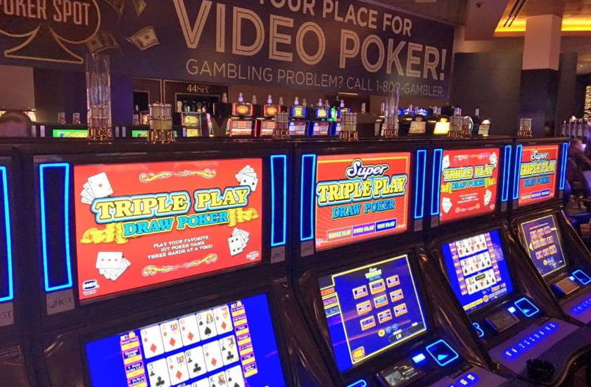 Live Poker vs Video Poker